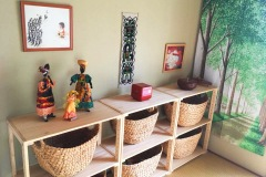 wicker-baskets-in-shelf-containing-toys